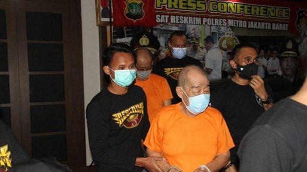 Seorang Kakek Digelandang Ke Kantor Polisi Karena Buka Praktek Judi Togel