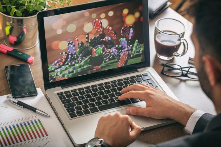 Bahaya Membuka Situs Judi Online